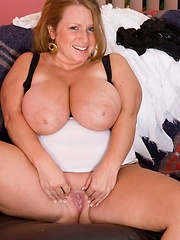 Blond hot bbw showing her amazing body