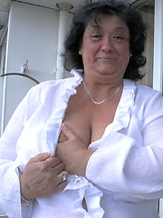 German mommy with top heavy hangers