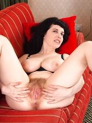 Suzie presley natural or fake boobs