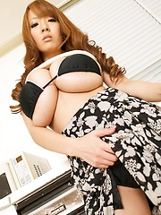 Sexy Hitomi Tanaka posing her natural giant tits inside her house.
