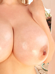 34HH Brooke Britt is here to showcase her massive melons and sexy girl-next-door looks and curves and of course give you lots of awesome close-up ganders at her astonishing big boobs. So please give her a very warm PinupFiles welcome!