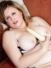British Chubby housewife playing with herself