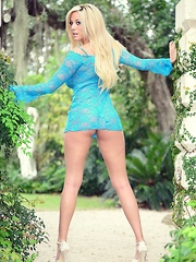 xoGisele wears her tight dress well as she strips it off rubs her perfect shaved pussy