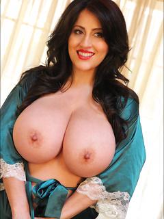 babes model Antonella Kahllo